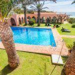 El Hurricane es una pequeña joya de hotel construido en estilo Marroquí, rodeado de jardines subtropicales, con dos piscinas y a pie de las playas vírgenes del Atlántico.