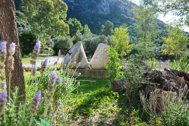 El Vihuelo es un precioso alojamiento rural ubicado en una antigua finca situada en plena naturaleza y a escasos kilómetros del casco histórico de El Bosque.