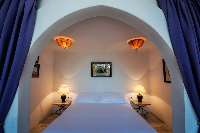 El Hurricane es una pequeña joya de hotel, construido en estilo marroquí y rodeado de jardines subtropicales, con dos piscinas y a pie de las playas vírgenes del Atlántico.