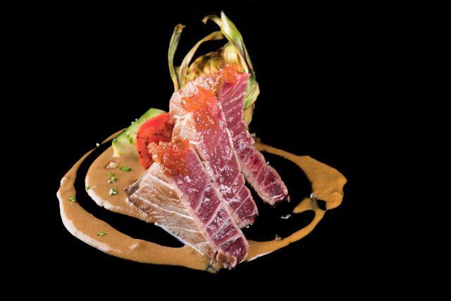 Restaurante Albores, en el corazón de Jerez de la Frontera, te propone una nueva forma de interpretar la cocina de producto, de temporada, tradicional, internacional y más castiza. Un local de referencia para la gastronomía de nuestra tierra.
