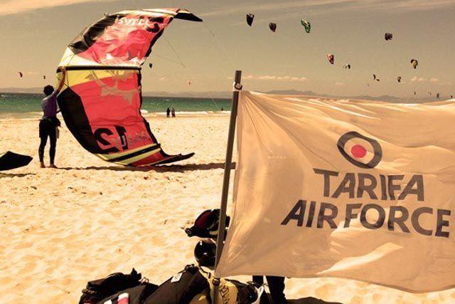 Aprende kitesurf en Tarifa y disfruta de una experiencia única