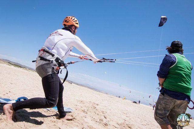 Aprender kitesurf en Tarifa es una experiencia que ha de ser vivida al menos una vez en la vida