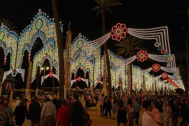Disfruta de las ferias de la provincia de Cádiz, una oportunidad única para vivir la esencia más pura de estos municipios gaditanos.