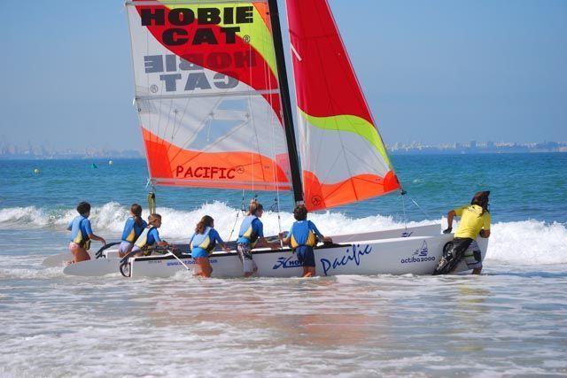 Actiba es una empresa de turismo activo, actividades náuticas y de organización de incentivos que gestiona cuatro escuelas de vela así como las actividades medioambientales en el Parque de los Toruños.