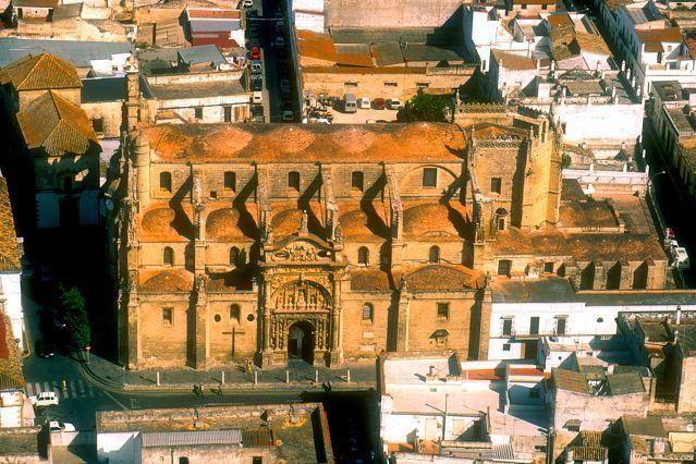 La Iglesia Mayor Prioral se construye en la parte alta de la ciudad, estando documentada su existencia desde 1486, coincidiendo con la etapa de apogeo que fomentan los Duques de Medinaceli en la villa.