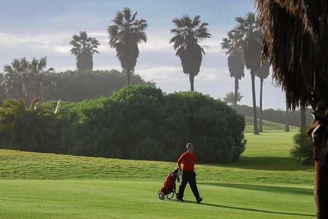 Costa Ballena Ocean Golf Club en Rota te ofrece las mejores instalaciones de prácticas de Europa. Golf de 27 hoyos más 9 hoyos par 3 a orillas de la costa atlántica en la provincia de Cádiz.