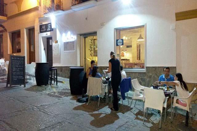 Restaurante La Divina es el único restaurante de la sierra de Cádiz que realiza una cocina creativa y divertida con platos elaborados cien por cien en su establecimiento y utilizando ingredientes y alimentos frescos y de la zona.