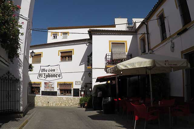 En el restaurante EL Tabanco puede degustar la cocina más típica de la Sierra de Cádiz. Productos de calidad y un excelente servicio que lo convierte en uno de los establecimientos de referencia en El Bosque.