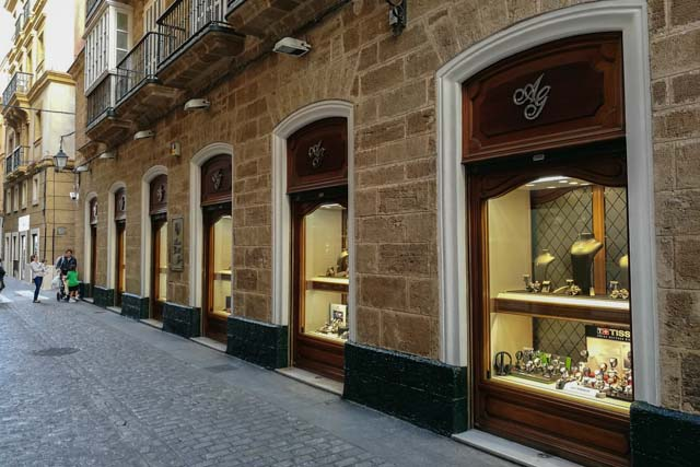 Joyería Gordillo has managed to maintain itself over time to continue offering its customers the best in jewellery and watches.