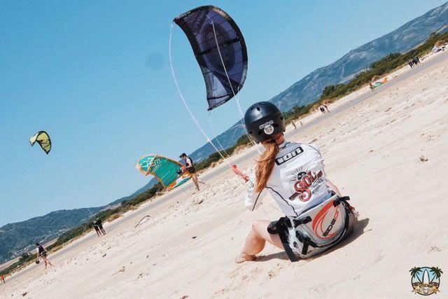 Disfruta de un verano diferente en Cádiz cuidando tu salud mientras te diviertes. Una opción muy divertida y saludable es practicar kitesurf en un entorno tan privilegiado como Tarifa.
