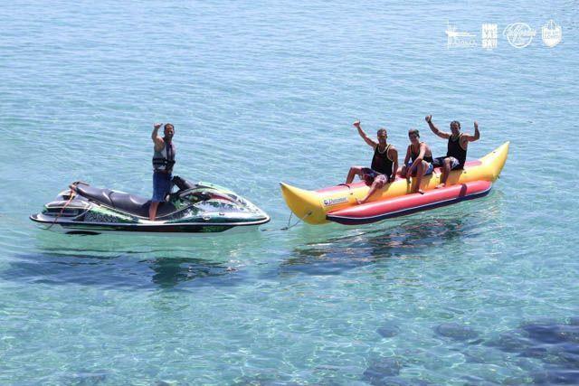 Entre las muchas actividades que puedes hacer, atrévete a probar las refrescantes actividades náuticas.