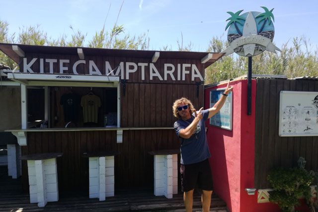 Kitecamp Tarifa is a fantastic kite summer camp where you will learn this fun and refreshing sport.