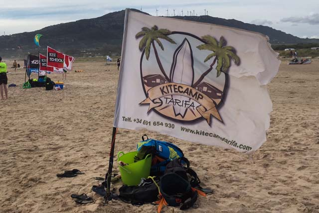 Kitecamp Tarifa is a company that offers accommodation and kitesurf courses, as well as other water and mountain activities.