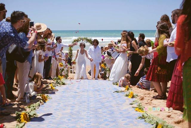 ¿Sueñas con casarte en la playa? En Cádiz es posible. Las espectaculares playas gaditanas harán de tu boda un evento mágico que jamás podrán olvidar ni tú, ni tu pareja ni los invitados.
