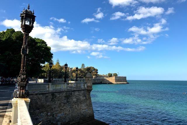 Cádiz te regalará instantáneas tan espectaculares que te darás cuenta que las fotos no le hacen justicia. Disfruta de la ciudad de Cádiz dejándote sorprender por su luz.