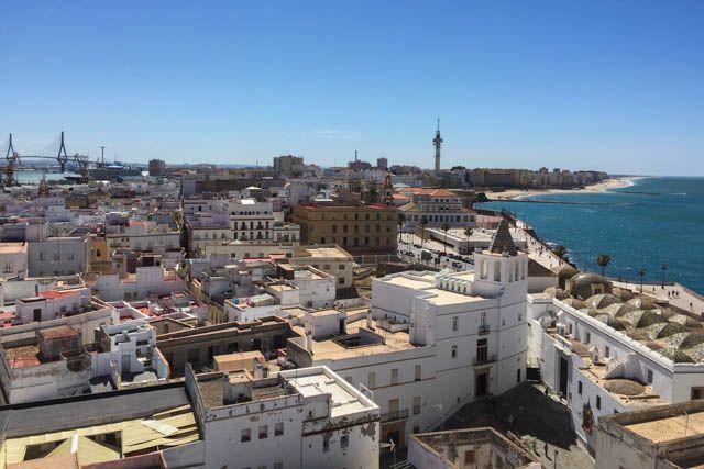 Vente a descubrir Cádiz con nosotros y deja que la Tacita de Plata te enamore.