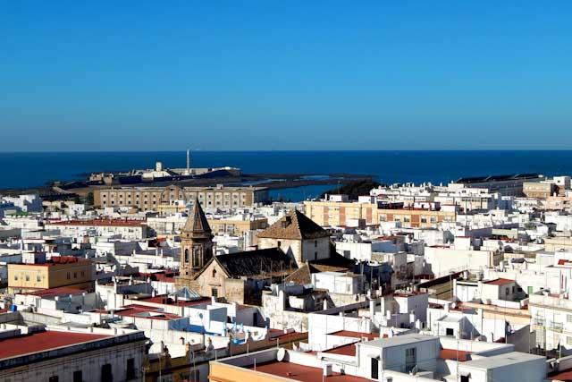 Desde la Torre Tavira podrás apreciar las mejores vistas de Cádiz.