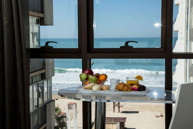 Los alojamientos en Cádiz ofrecen los mejores servicios y atenciones. ¿Te imaginas desayunar con vistas a la playa? Aquí es posible.
