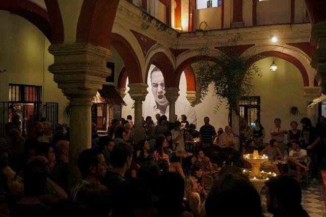 La provincia sigue más viva que nunca también por la noche, para que disfrutes al máximo del ocio nocturno en Cádiz.