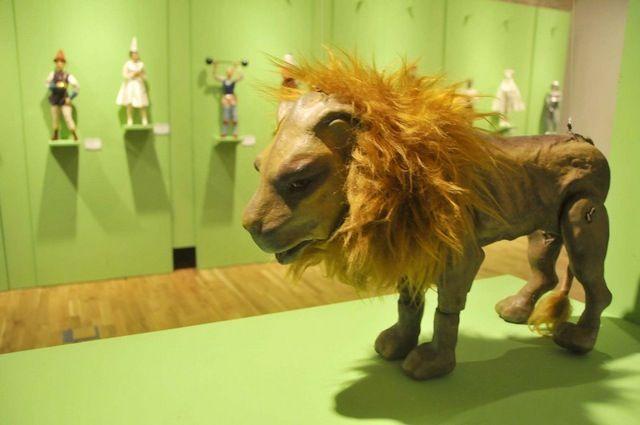 El Museo del Títere es un espacio que tiene como principal objetivo exhibir, documentar y preservar la memoria de la actividad de los titiriteros, compañías, artesanos y creadores tanto españoles como resto del mundo.