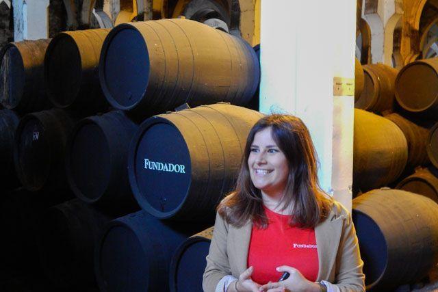 En esta entrada te explicamos cómo se hace el vino en Jerez y el proceso de criaderas y soleras.