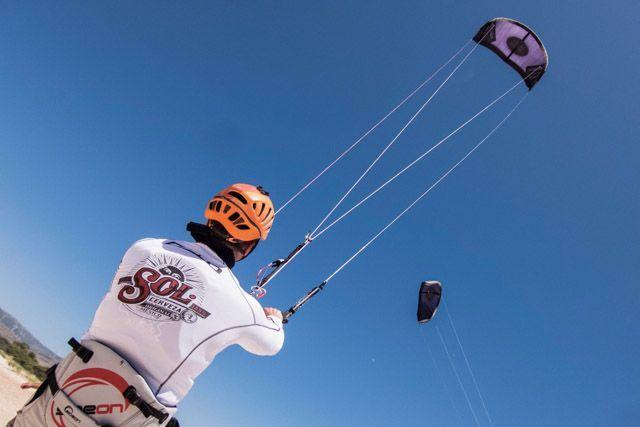 En esta entrada te damos un glosario con las 20 palabras que necesitas saber para practicar kitesurf.