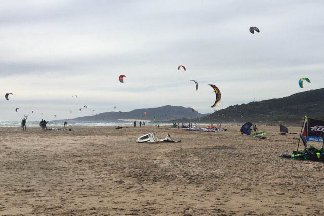 Descubre en esta entrada los mejores puntos donde practicar kitesurf en la provincia de Cádiz.