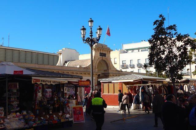 El mercado de Cádiz es uno de los mejores sitios para conocer la esencia gaditana más auténtica.