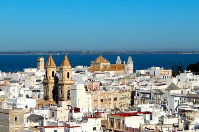 En esta entrada te vamos a sugerir qué puedes hacer en Cádiz durante tu viaje de negocios. ¡No todo es trabajar!
