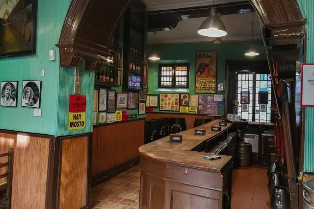 Tabanco El Pasaje es uno de los mejores establecimientos donde descubrir el Jerez más auténtico.