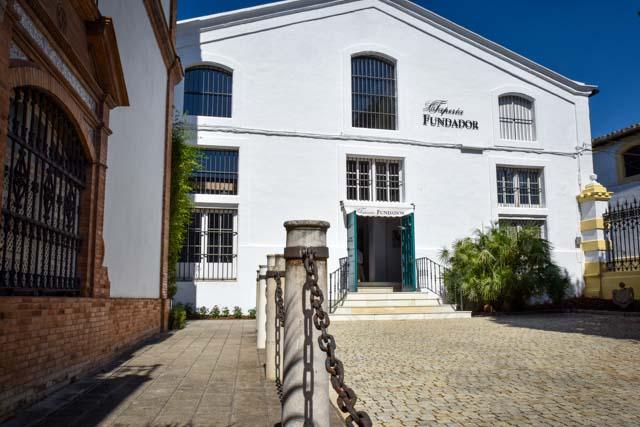 La Tapería de Fundador es un establecimiento ideal para probar las mejores tapas de la ciudad marinadas con el mejor vino de Jerez.