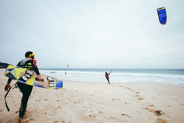 En esta entrada te damos 5 consejos para practicar kitesurf si eres principiante.