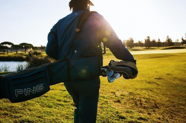 El golf es un deporte apasionante que puedes practicar en los muchos campos que ofrece la provincia de Cádiz, como en Chiclana de la Frontera.