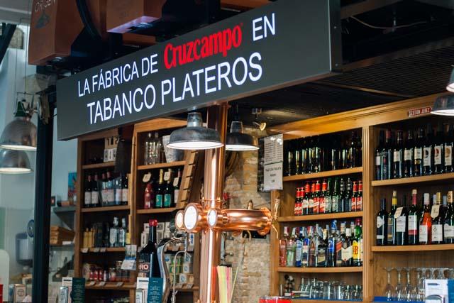 Tabanco Plateros lo tiene todo para triunfar: buen vino, buenas tapas y mejor ambiente.