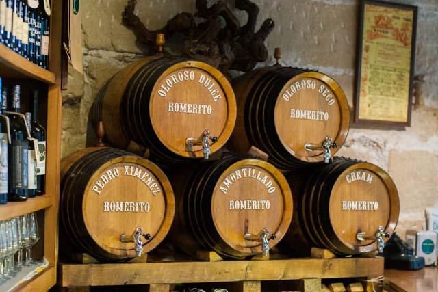Si eres amante del buen vino, los tabancos jerezanos son tu sitio.