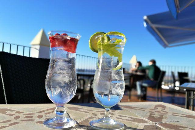 ¿Te imaginas tomándote un aperitivo contemplando las mejores vistas de Medina Sidonia? ¡Aquí es posible!