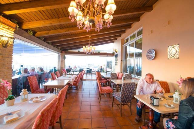 En el restaurante de La Vista puedes degustar platos deliciosos preparados con ingredientes 100% locales. Todo es fresco y lo más sano posible.
