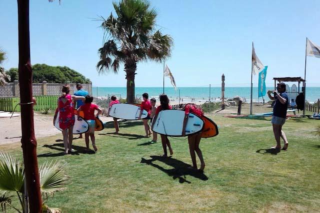 Centro Vénturi es escuela de verano, chiringuito y escuela de surf.