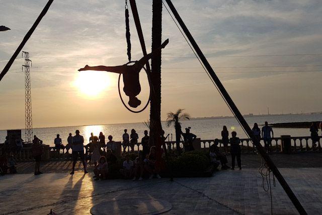 Sea la hora del día que sea, visitar Bahía Sur es una apuesta segura para disfrutar de un gran día.