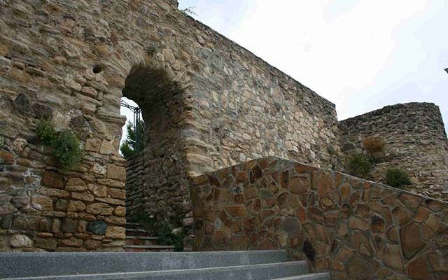 Castillo del Cementerio y Murallas Fortaleza Nazarí