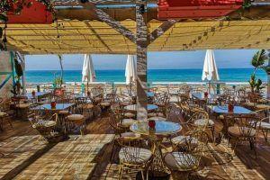 El Cortijo El Cartero es una visita obligada en el El Palmar. Un lugar frente a la playa para desconectar, comer, vivir puestas de sol y Música en Directo.