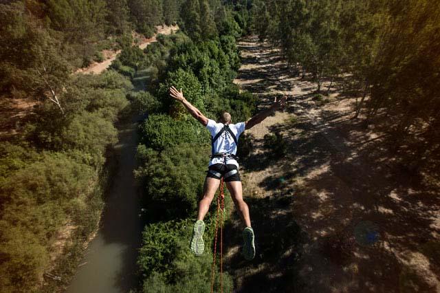 Discovery te lleva a descubrir y disfrutar a tope de todas las actividades de aventura que se pueden realizar en las Sierras de Grazalema, Ronda y el Genal.