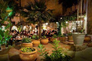 En el restaurante El Jardín del Califa, en Vejer, podrás disfrutar de fabulosas recetas de cocina norteafricana y de oriente medio en un marco inigualable.