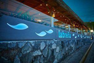 En el Restaurante La Breña podrás disfrutar de sensaciones gastronómicas únicas en un marco tan especial como los Caños de Meca.