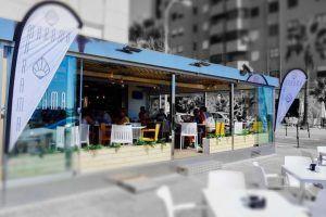 Marama es un Multibar situado en pleno paseo marítimo de Cádiz para comer frente al mar, tomar un cafe o copa al atardecer y vivir la noche en el interior.