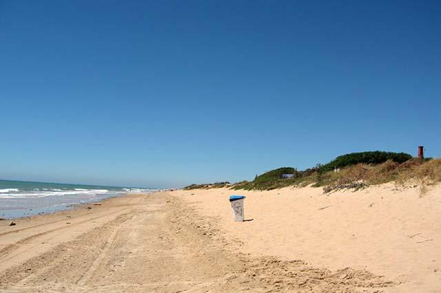 Playa de Aguadulce / Peginas