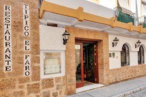 El Faro de Cádiz, junto a la Playa de la Caleta, en el Típico Barrio de la Viña es uno de los restaurantes más emblemáticos de la Provincia de Cádiz.