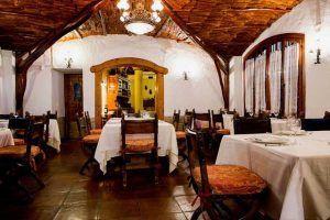 Venta Pinto es un restaurante de Vejer situado en un emplazamiento único. 4 siglos de historia y una cocina tradicional elegantemente elaborada.