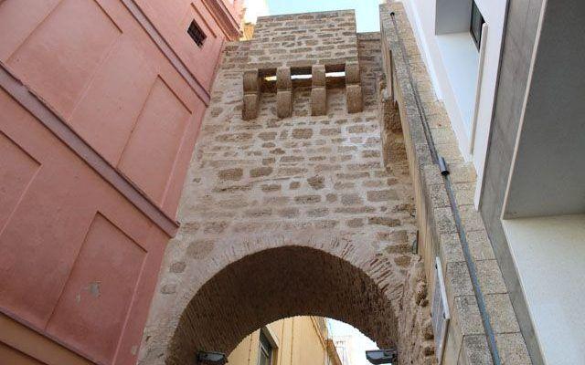 Ruta del Recinto Medieval y Puerta Tierra