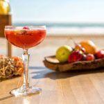 VAVÁ Playa La Barrosa es un nuevo concepto de beach club en primera línea de mar que destaca por ubicación, diseño ecológico, servicio y gastronomía.